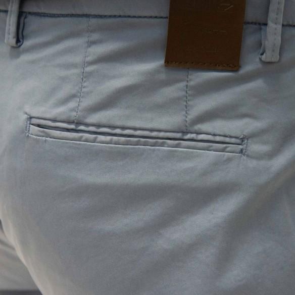 Pantalone in cotone ed elastan colore cielo CF